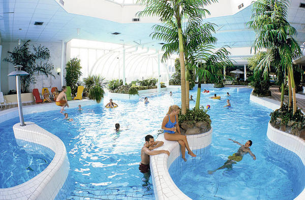 center-parcs-limburgse-peel-zwembad-overzicht